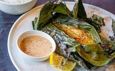 Dalla cucina maldiviana, pesce locale speziato su foglie di banana